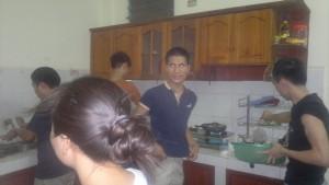 hongtran-nhà bếp sinh nhật hải
